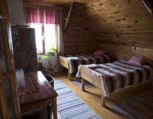 tourisme_roumanie_transylvanie_carpates_brasov_purcareni_traditionnel_hôte_logement_séjour_chambre_accueil